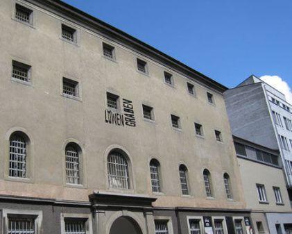 Jail Hotel မ်က္ႏ်ာစာ
